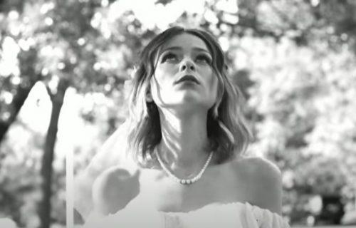 Poznata američka pevačica iznenada PREMINULA! Otkriven uzrok smrti (FOTO)