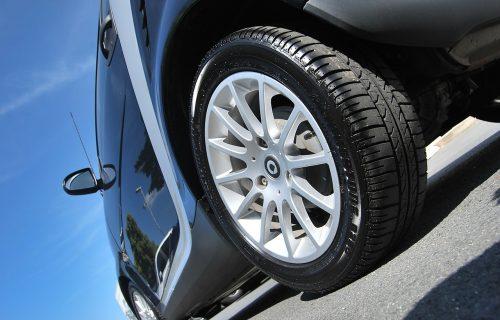 Nizak pritisak u gumama ugrožava bezbednost: Kontrolu možete obaviti na dva mesta
