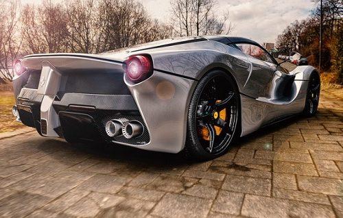 Amerikanac posle svađe uništio Srbinu Ferrari od 150.000 dolara (FOTO)