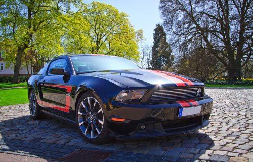 Prokletstvo Mustanga: Kupio nov auto, pa završio u kanalu (VIDEO)