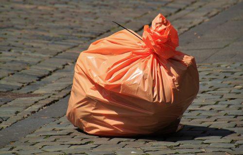 Žena pronašla dve vreće na putu: Kad ih je otvorila, doživela je najveće IZNENAĐENJE u životu