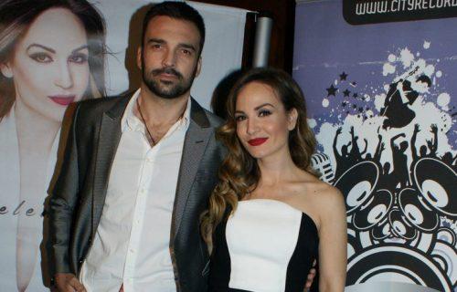Brak u doba korone: Jelena Tomašević i Ivan Bosiljčić ne skidaju maske ni dok se ljube! (FOTO)