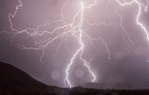 RHMZ izdao novo UPOZORENJE: U narednih sat vremena očekuju se pljuskovi i grmljavina širom Srbije (FOTO)