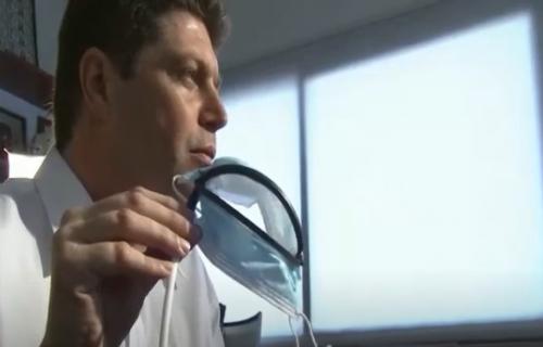 Čega se sve čovek neće setiti: Stvorena maska na daljinsko upravljanje sa kojom može da se jede (VIDEO)