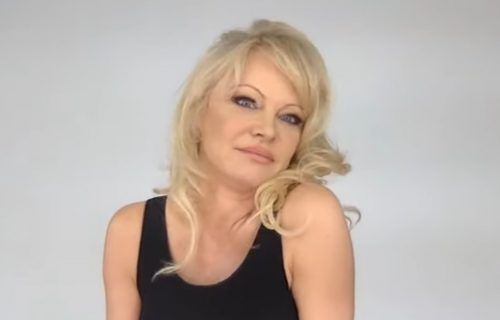 Pamela Anderson se na ĆIRILICI obratila SRBIMA, pomenula je i ovaj beogradski kraj: O čemu se radi?