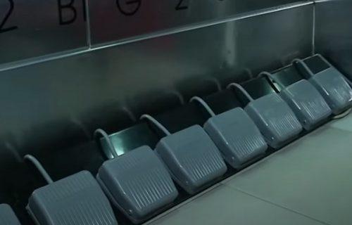 Hoćete u lift? Nema više pritiskanja dugmića, tu su sad PAPUČICE (VIDEO)