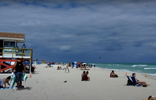 Amerikanci pohrlili na plaže: Veći rizik od širenja korone