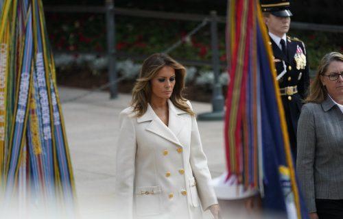 Pun pogodak: Prva dama Amerike je kaput od 3.500 DOLARA uparila uz svoj OMILJENI model cipela (FOTO)
