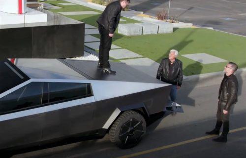 Ilon Mask: Cybertruck je pravo vozilo za zombi-apokalipsu, a može da nosi i raketni bacač (VIDEO)