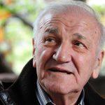 Nikad VIĐENA fotografija Bate Živojinovića sa suprugom i decom: Ova uspomena tera suze na oči (FOTO)