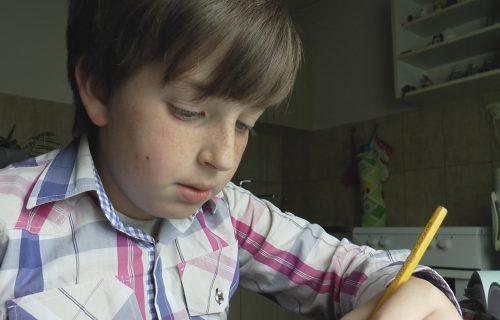 ČUDO od deteta iz Požege: Uroš (11) iz glave množi ŠESTOCIFRENE brojeve, obožava i šah (FOTO+VIDEO)