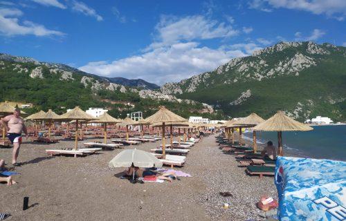 Kakva GADOST na crnogorskoj plaži! Danijela se ŠOKIRALA kada je ugledala ovo u Čanju (FOTO)