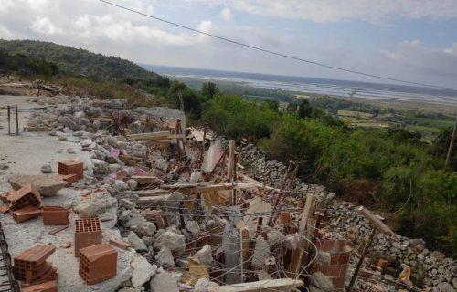 Snimak TUGE i PRKOSA kod Ulcinja: Vernici se popeli na ruševine konaka i pokazali da se neće predati