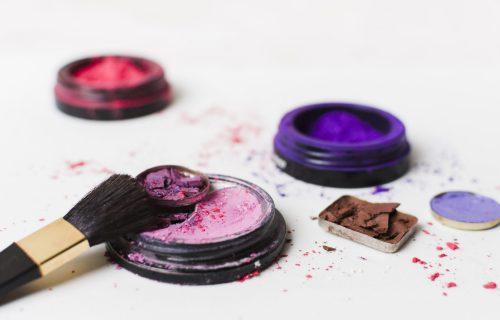Polomili ste omiljenu paletu senki ili karmin? Imamo rešenje za brzu popravku šminke! (VIDEO)