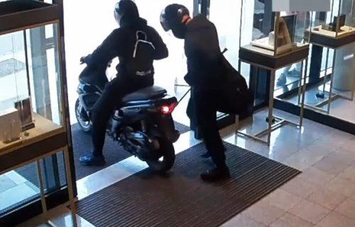 Filmska potera za pljačkašima: Bežali mopedom dok ih policija nije oborila (VIDEO)