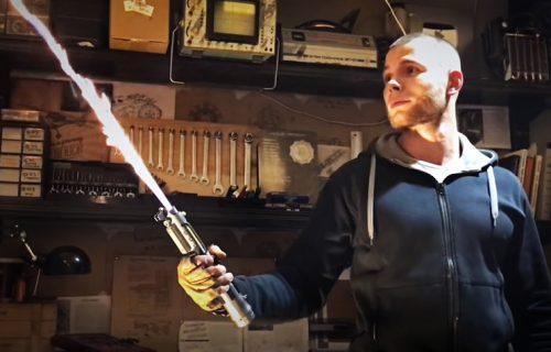 SILA JE JAKA: Uz pomoć vodonika, ostvario je san svakog zaljubljenika u Ratove Zvezda (VIDEO)