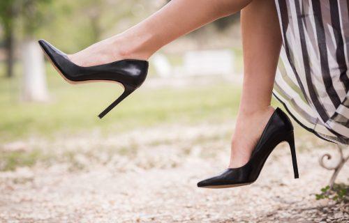 Žuljaju vas omiljene cipele? Trik sa LEDOM će rešiti vaš problem (VIDEO)