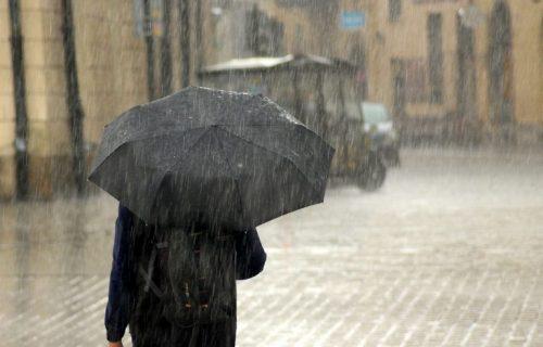Danas oblačno sa kišom i malo toplije: U pojedinim delovima Srbije UDARI olujnog vetra
