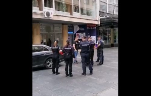 Šok u centru grada: Policija alkotestira vozača koji je kolima ušao u Knez Mihailovu (VIDEO)