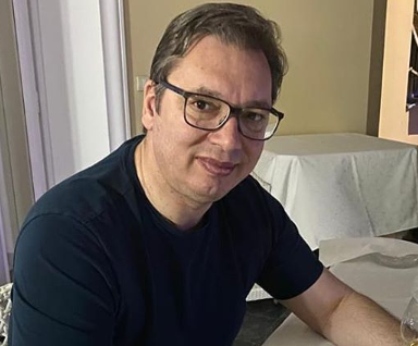 """""""Na sve se čovek navikne"""": Vučić otkrio šta radi nakon napornog dana (FOTO)"""