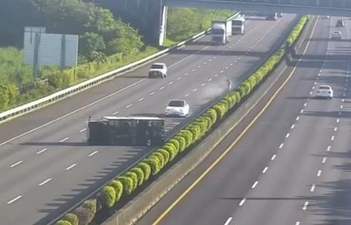 Teslin model se zakucao u kamion, vozilom upravljao auto-pilot (VIDEO)