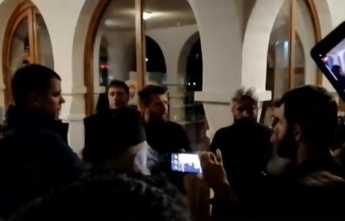 Narod sprečio hapšenje sveštenika: OSUJEĆEN novi napad režima u Podgorici (VIDEO)