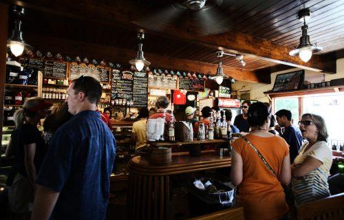 Stravična scena u prestoničkom kafiću: Videla je odraz u njegovim naočarima i zgrozila se (FOTO)