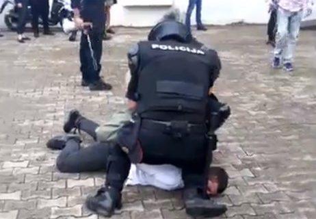 Vlada u Podgorici priznaje da je policija NEZAKONITO TUKLA narod?
