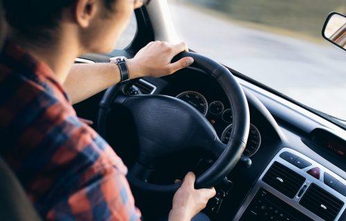 PITANJE I ODGOVOR: Da li smem da vozim s potvrdom o predatom zahtevu za vozačku?