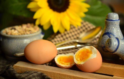 Super trik: Kako da za 3 sekunde oljuštite kuvano jaje! (VIDEO)