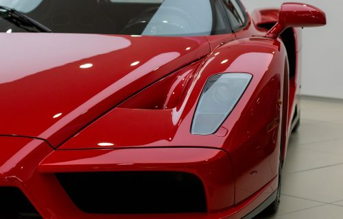 Enzo Ferrari star 17 godina oborio SVETSKI REKORD: Milionska cena na online aukciji (VIDEO)