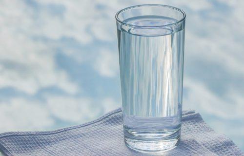 Stručnjaci tvrde: Ovo će vam se dogoditi ako 30 dana pijete samo VODU
