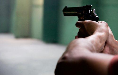 Pomahnitali Srbin PUCAO na kolege jer je dobio OTKAZ: Bečka policija traga za muškarcem (33)