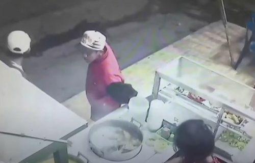 Bruko jedna: Čekao da se prodavačica okrene, pa ukrao komad svinjskog mesa (VIDEO)