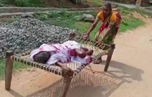Nisu joj verovali da je živa: Žena (70) dva kilometra vukla krevet sa majkom (120) do banke!