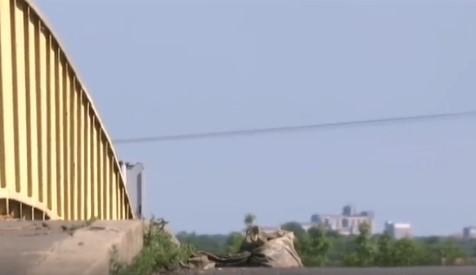 Na mostu kod Zrenjanina pronađena torba sa PET MINA: Sumnja se da su bile namenjene za krivolov