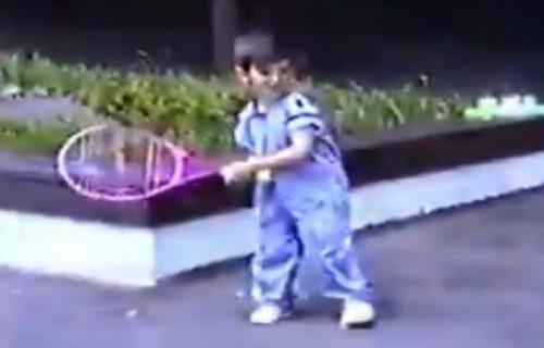 Neviđen snimak! Evo kako je Novak udarao reketom sa ČETIRI godine (VIDEO)