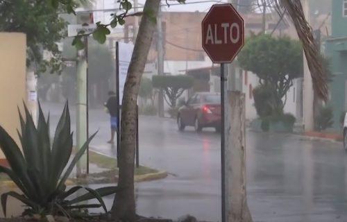 Oluja poplavila Meksiko, evakuisano više od 100 ljudi, očekuju se novi udari (VIDEO)