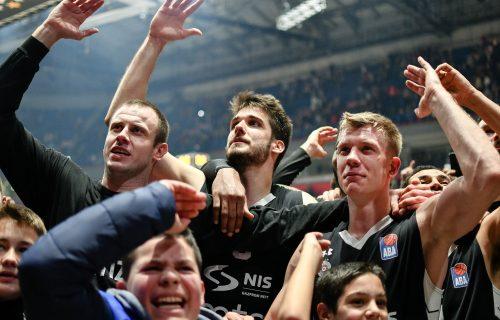 Košarkaš Partizana POSTAO stric! Na proslavi uzeo mikrofon i POKIDAO! (VIDEO)