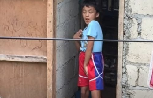 Ja imam talenat: Osmogodišnjak mislio da ga NIKO ne gleda, pa đuskao kao pop zvezda (VIDEO)