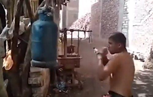 Ali kako samo odzvanja: Ovom bokseru za trening ne treba vreća, tu je plinska boca (VIDEO)