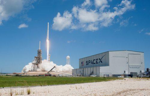 """Ilon Mask gradi """"plutajuće"""" stanice do Meseca i Marsa: Let u svemir košta MILION DOLARA"""