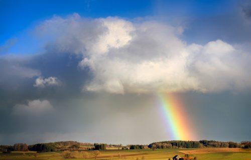 Prelep fenomen na nebu iznad Blaca: O DUGI u obliku KRSTA bruje društvene mreže (FOTO)