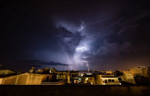 Upaljen meteo ALARM: Ovim delovima Srbije preti OLUJNI vetar!
