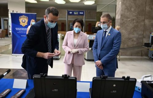 Stefanović i Čen Bo na primopredaji donacije Kine Srbiji, vrednoj 630.000 evra (FOTO+VIDEO)