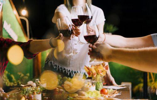 Osvežavajuće alkoholno piće po svačijoj meri: Sangrija je pravi izbor za vrele, letnje noći! (RECEPT)
