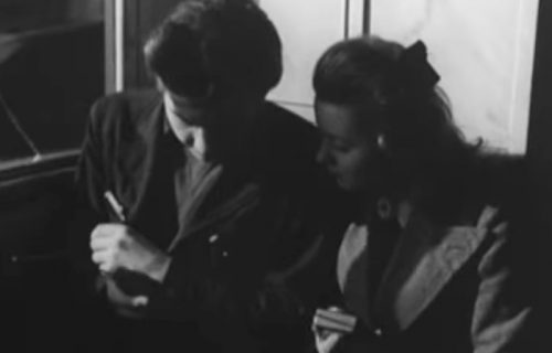Ljudi prilepljeni za ekrane, ne gledaju kuda idu... Film iz 1947. predvideo zavisnost od mobilnih uređaja