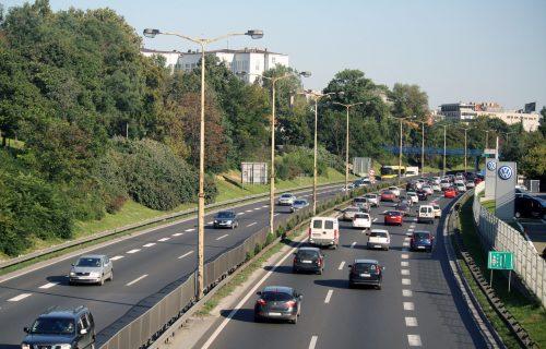 Radovi na delu auto-puta kroz Beograd, usporen saobraćaj