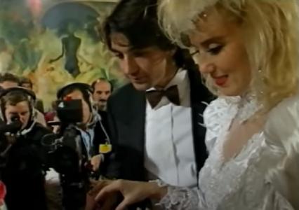 Da li se sećate? Ova PEVAČICA je uhvatila bidermajer na Breninoj svadbi, a onda srela LJUBAV svog života