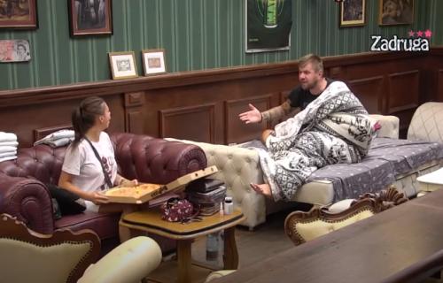Janjušu pao mrak na oči tokom svađe s Majom: GAĐAO JE prvim što je dohvatio! (VIDEO)